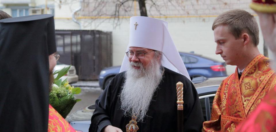 Фотоальбом: митрополит Тихон возглавил Божественную литургию на Московском подворье Валаамского монастыря