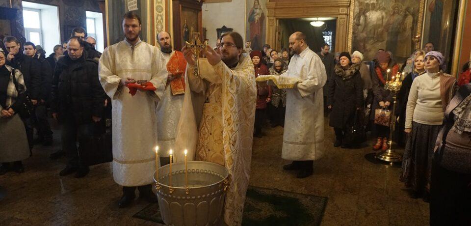 ФОТОАЛЬБОМ: Великое освящение воды на подворье в канун Богоявления