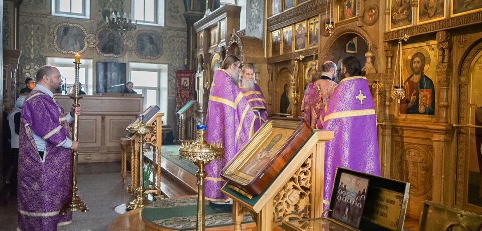 ФОТОАЛЬБОМ: Совершение Литургии Преждеосвященных Даров на подворье