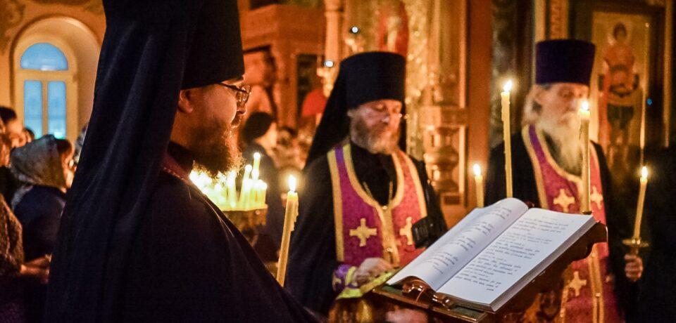 ФОТОАЛЬБОМ: Чтение Великого покаянного канона Андрея Критского на Московском подворье