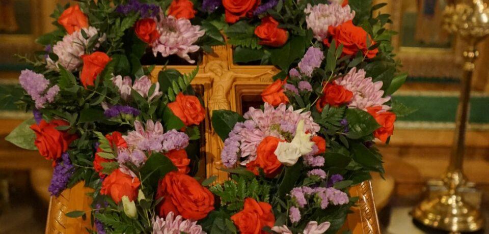 ФОТОАЛЬБОМ: Вынос и поклонение Кресту в Неделю Крестопоклонную на подворье