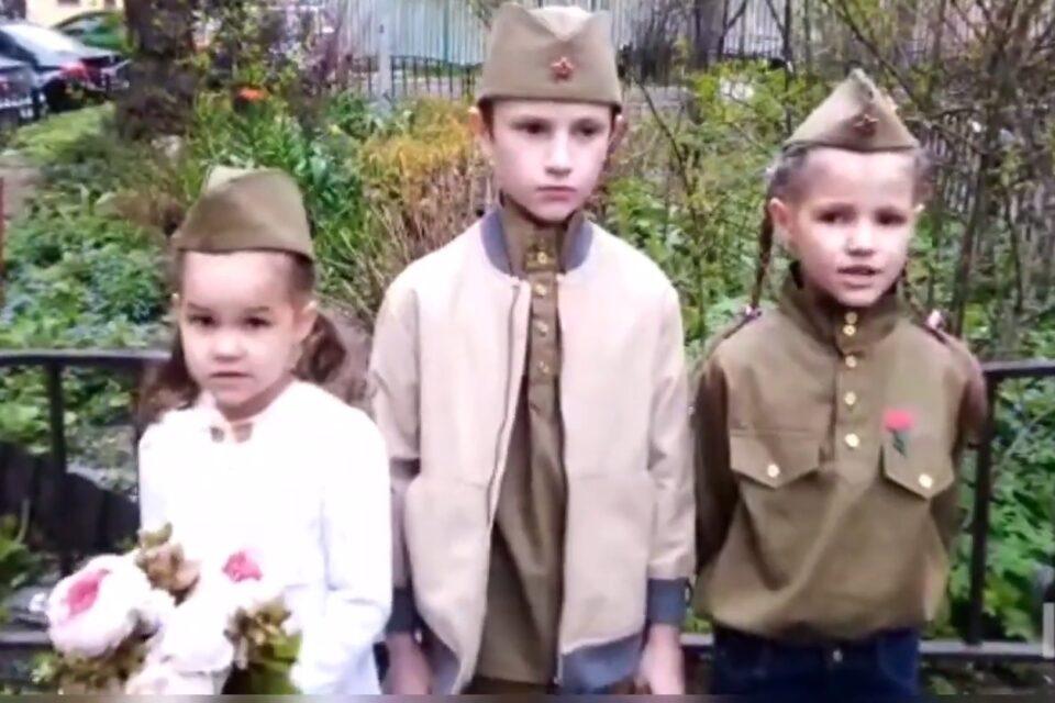 Ученики Воскресной школы подворья читают стихи о Великой Отечественной войне